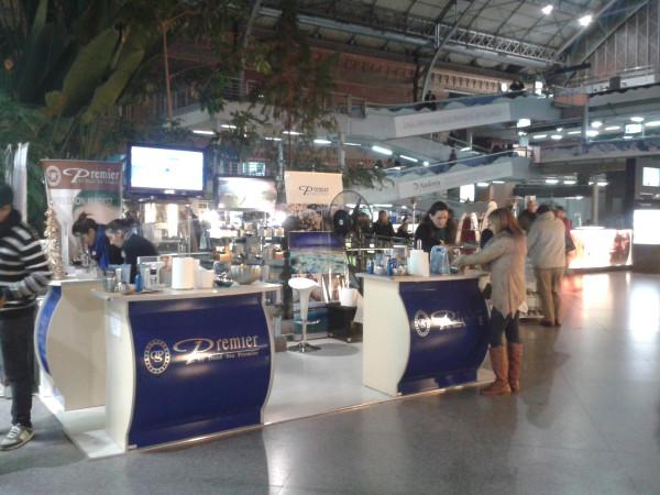 Puesto de cosméticos Premier en Atocha.