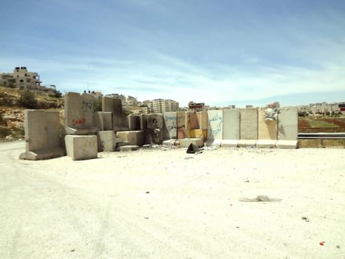 El muro de cemento fuera de Ofer. Los testigos informaron de que el disparo que mató a Nadeem fue disparado por soldados que se encontraban detrás de ese muro.