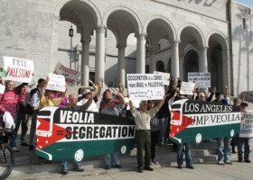 activists-in-los-angeles-tell-the-city-to-dump-veolia-on-30-march-2012-dump-veolia