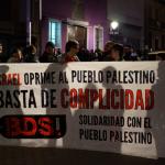 [:es]Protesta en la Sala Caracol ante la actuación de Idan Raichel[:]